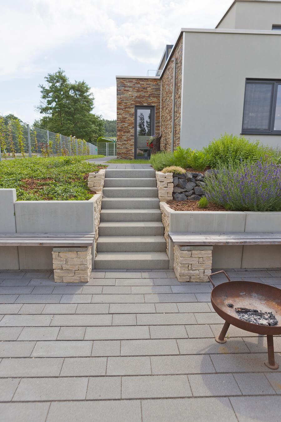 Terrasse Gestaltungsideen Von Rinn Betonsteine Und Natursteine