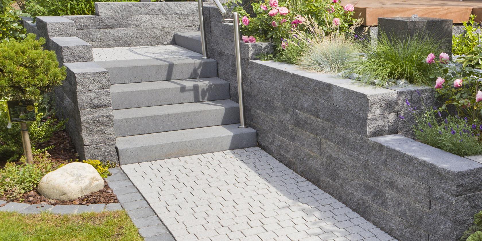 Als Beeteinfassung ist die Catania Steinmauer für die Gartengestaltung die perfekte klassische Wahl.