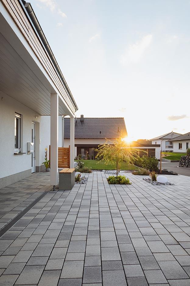 Hof und Einfahrt gestalten - mit Steinen von Rinn Beton